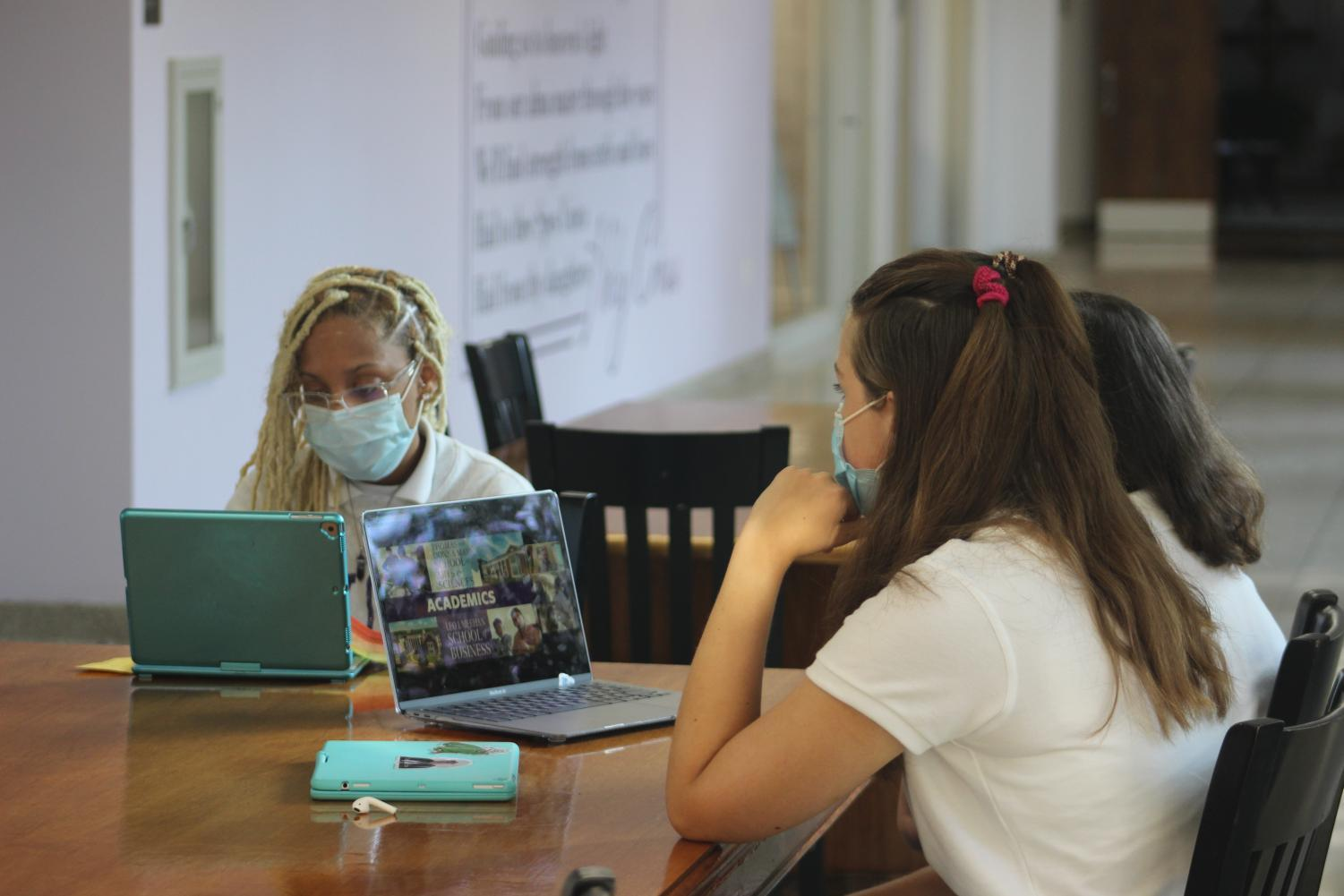 Students at a virtual college visit