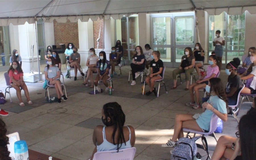 Group+of+incoming+freshman+enjoying+their+first+day+of+orientation.+